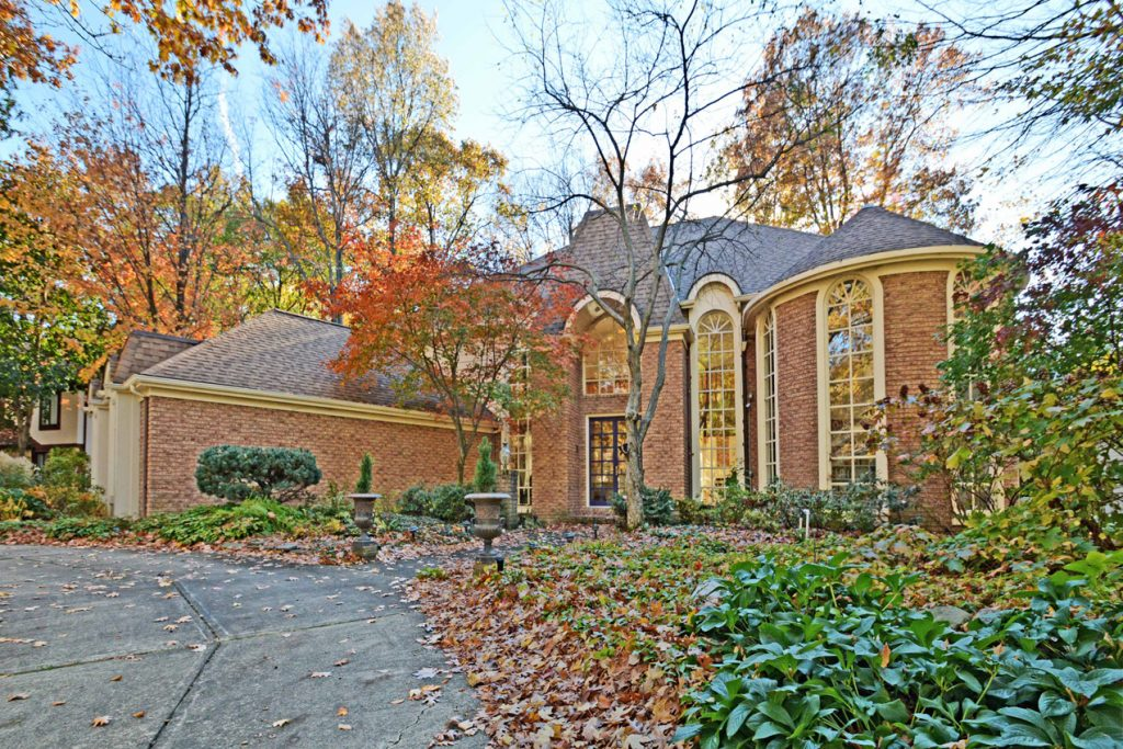 31141 Huntington Woods Parkway, Bay Village